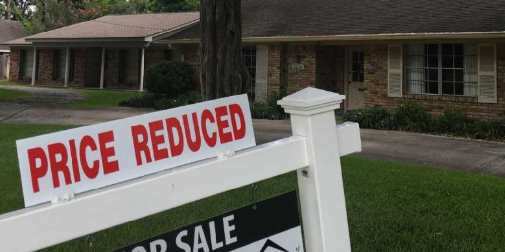 This Price Reduction Strategy is Your Key to Success During a Market Downturn